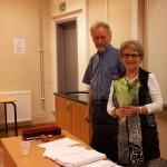 Styremedlem Tørris takker avtroppende leder Ågot for innsatsen